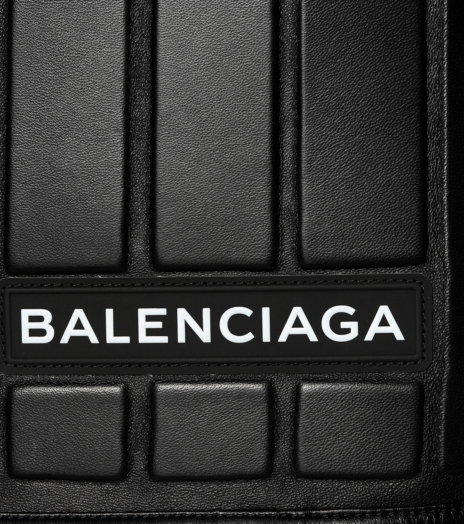 balenciaga_skirt_car_carpet_3