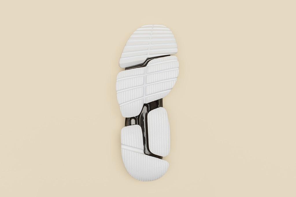 vetements-guram-gvasalia-reebok-running-shoes-3