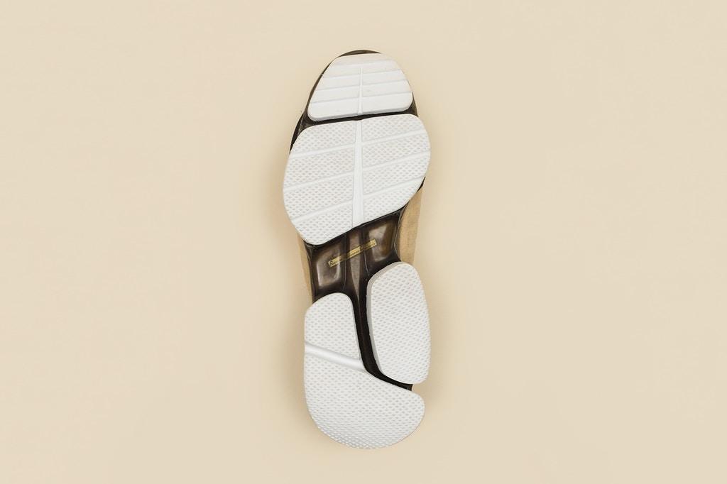 vetements-guram-gvasalia-reebok-running-shoes-4