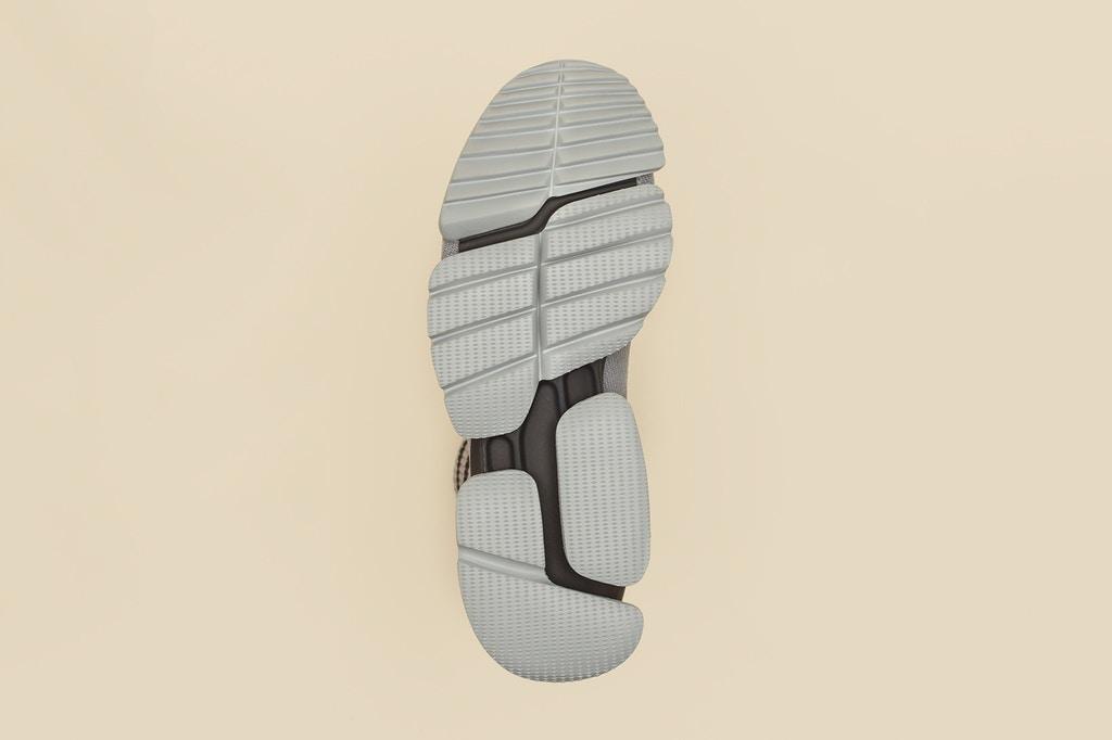 vetements-guram-gvasalia-reebok-running-shoes-5