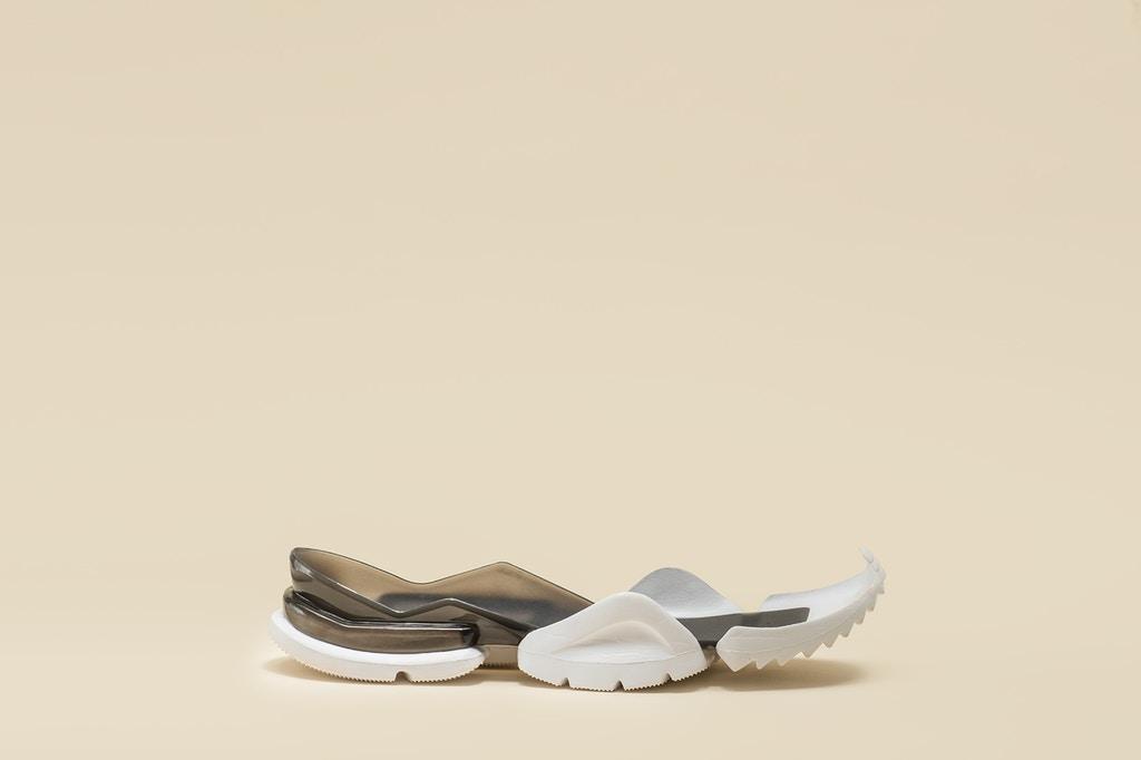 vetements-guram-gvasalia-reebok-running-shoes-6-1