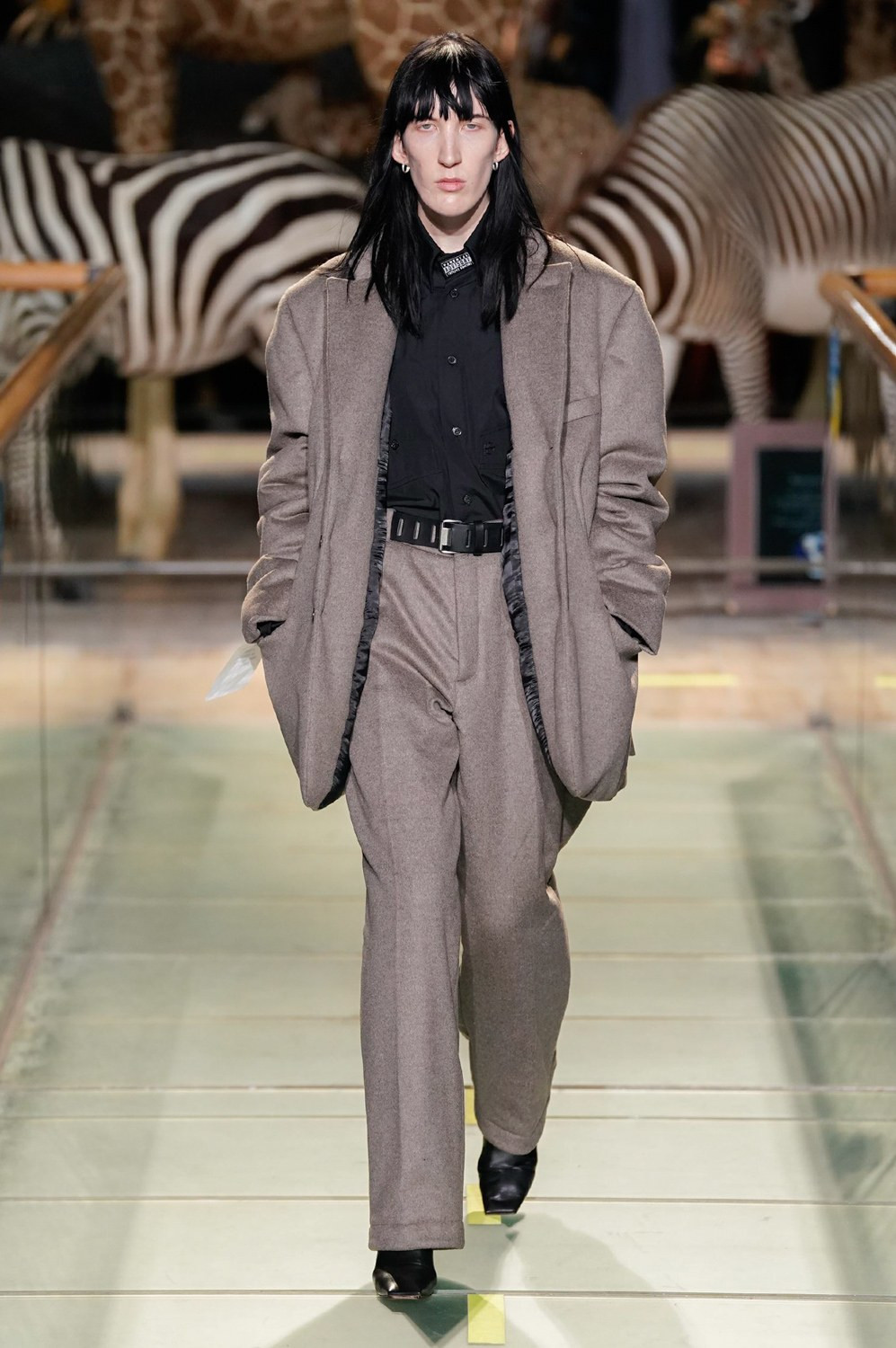https---vetements-aw19-dtf-magazine.com-image-2019-01-vetements-fall-winter-2019-paris-fashion-week-05