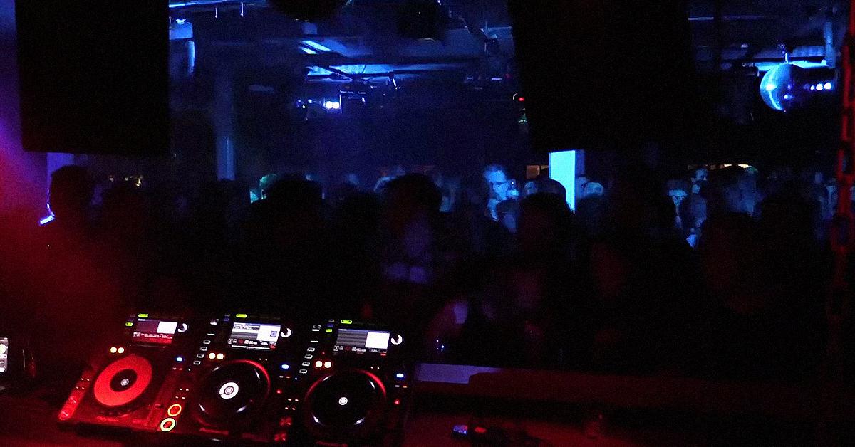 Ночной клуб музыка техно ночные клубы в москве работают ли сейчас